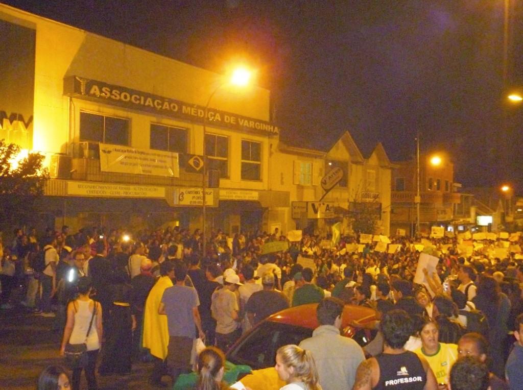 Manifestação EM FRENTE A AMV